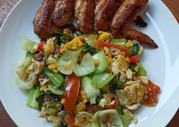 Recipe: Tasty Pan Fried Chicken Wings and Stir Fry Bok Choi with Scrambled Eggs